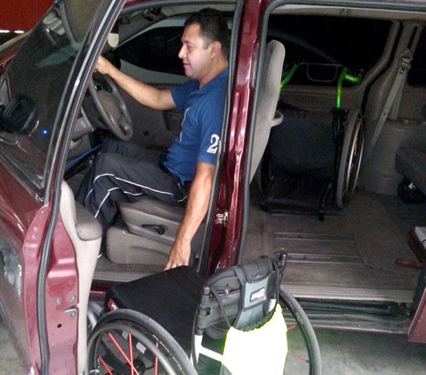Arturo-Valdez-LOH-automovil-adaptado.jpg
