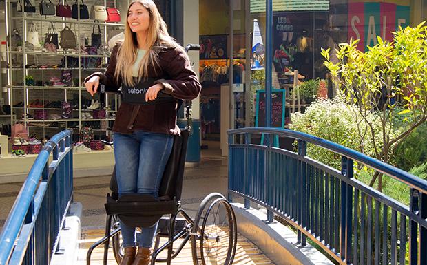 ¿Debería comprar una silla de ruedas bipedestadora?